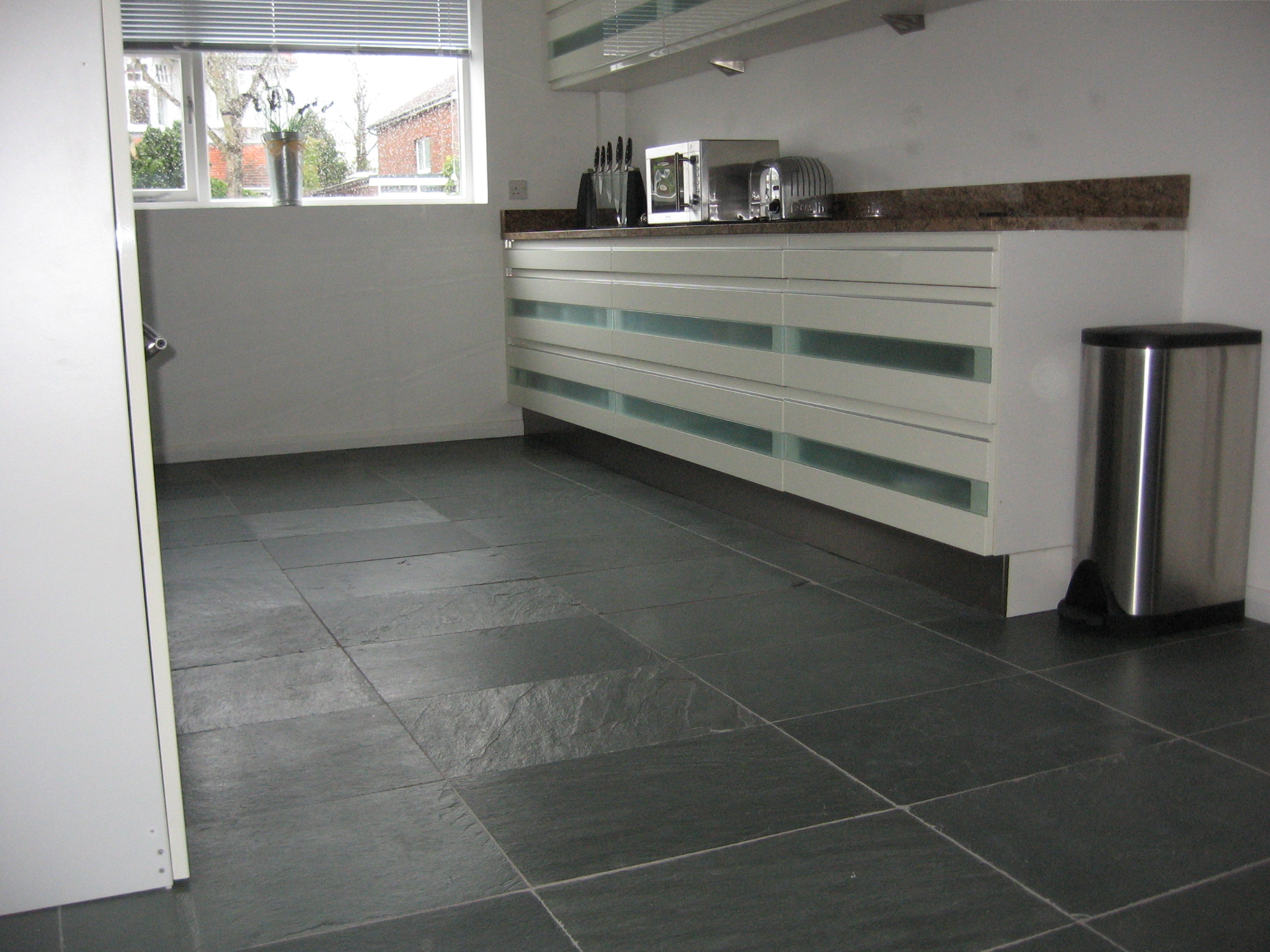 Near Portsmouth Have Many Years Experience In Professional And Reliable Wall Floor Tiling Services Hampshire Surrey Sussex London